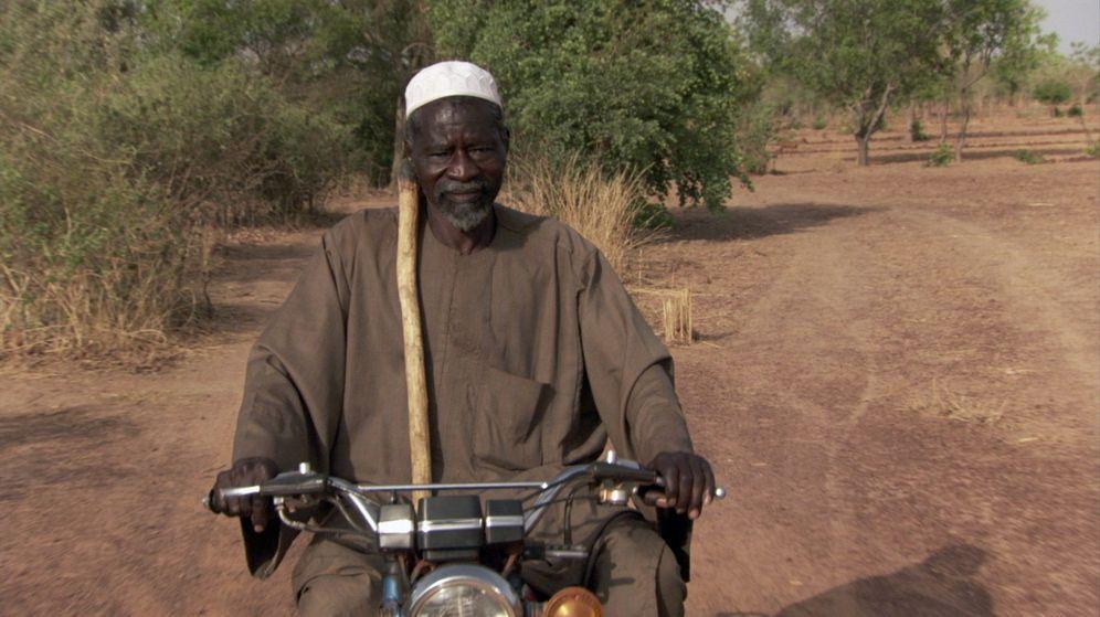 Foto: Yacouba Sawadogo, en el documental que filmó Mark Dodd sobre su historia. (EFE)