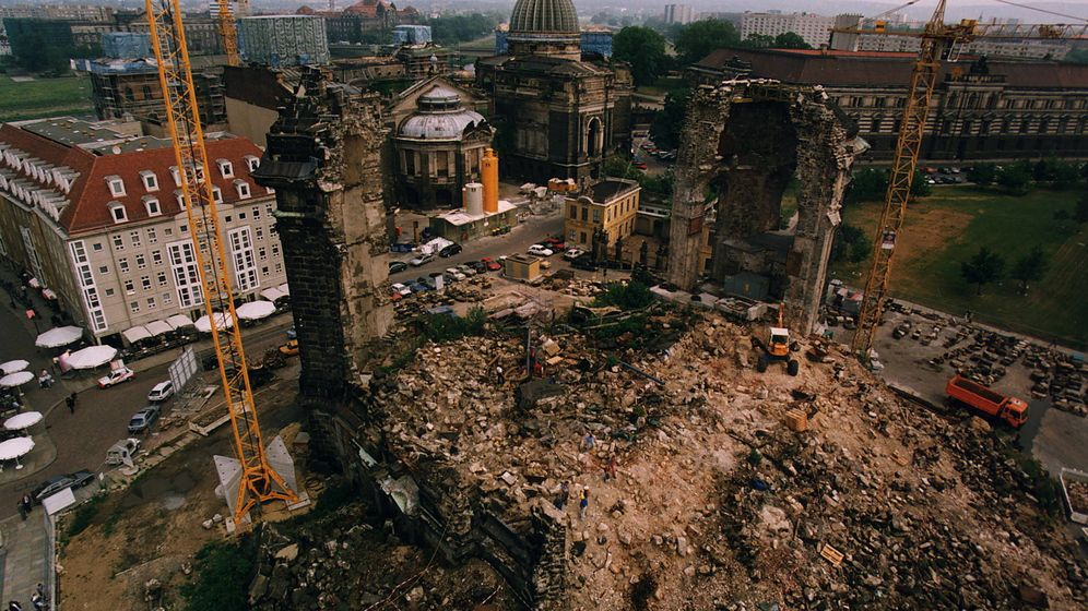 Foto: Las ruinas de Dresde, retratadas en 1995. (Cordon Press)