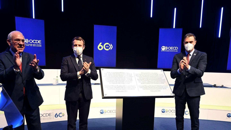 El presidente del Gobierno, Pedro Sánchez, junto al presidente francés, Emmanuel Macron. (EFE)