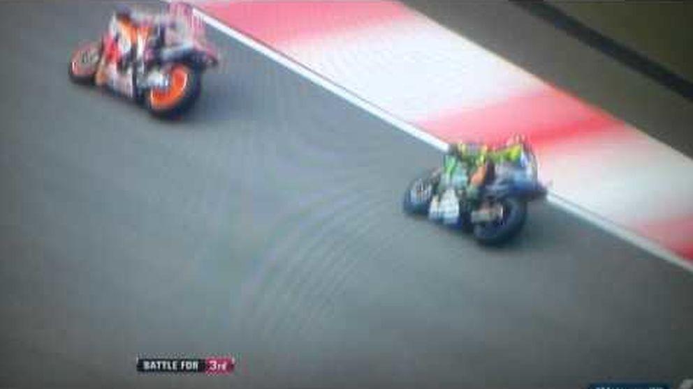 Rossi echa a Márquez de la pista