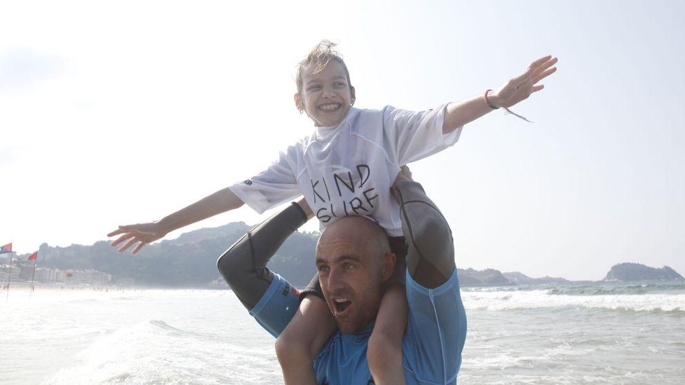 Kind Surf, la gran y feliz aventura de integrar a un niño sobre las olas