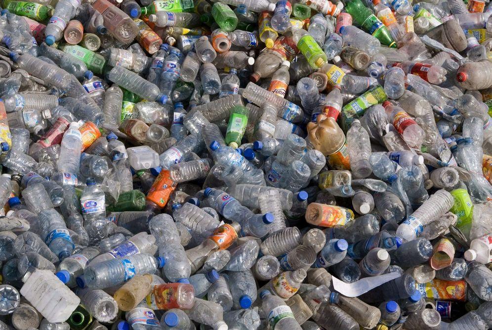 Foto: La medida sólo se aplicará a envases de refrescos, cervezas o agua de acero, aluminio o plástico inferiores a dos litros. (EFE)