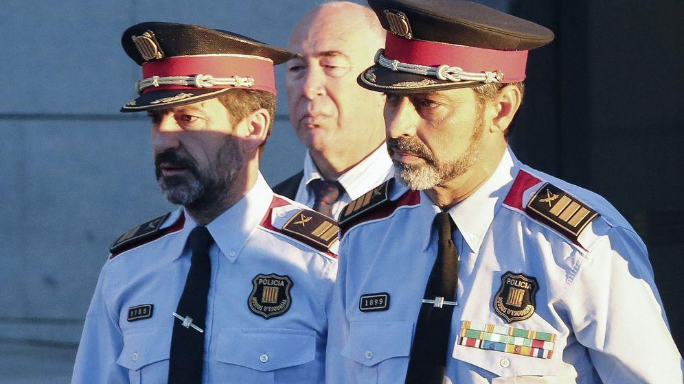 Foto: El que fuera jefe de los Mossos d'Esquadra, Josep Lluis Trapero (d), a su llegada a la Audiencia Nacional en junio de 2017. (EFE)