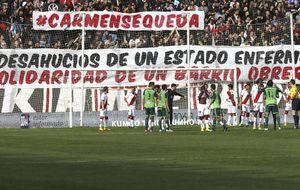 El Rayo, orgullo del fútbol español: 'ficha' a la vecina desahuciada