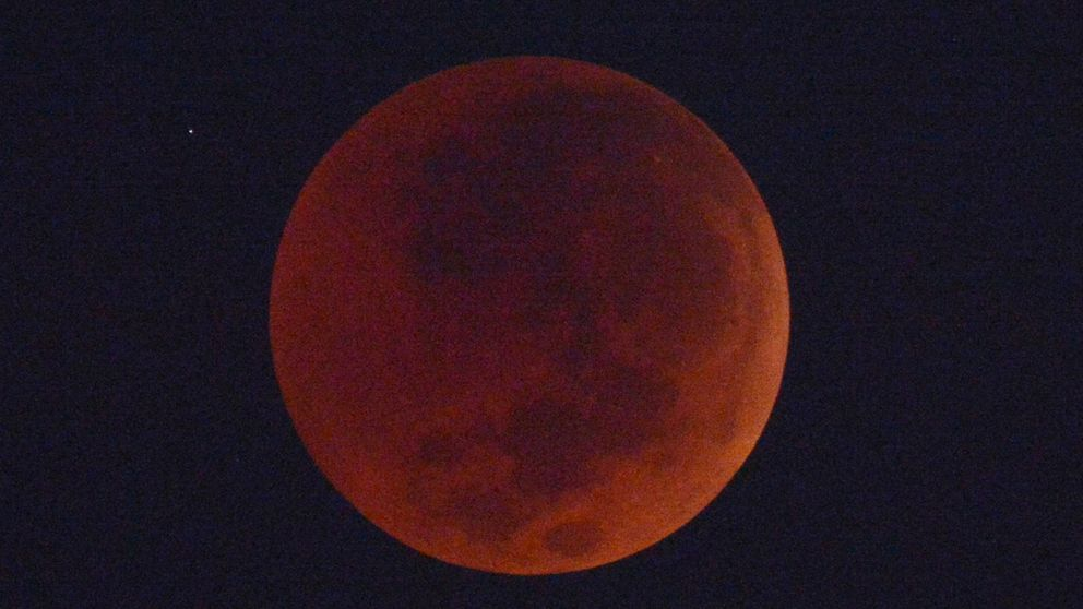 Así se vio en todo el mundo la 'luna de sangre', el eclipse más largo del siglo
