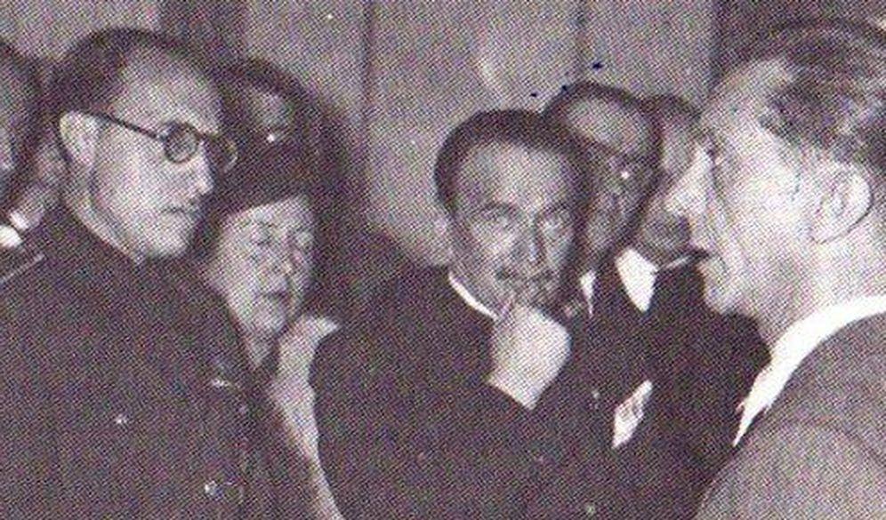 Foto: Ernesto Giménez Caballero (con gafas), junto a Goebbels (derecha).