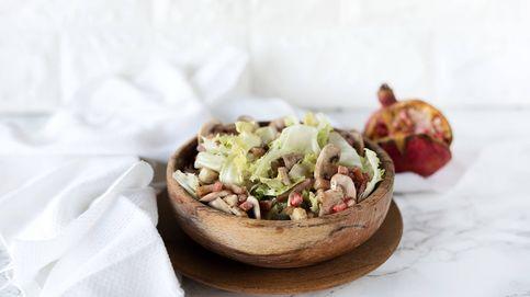 Vídeo-receta: ensalada templada de escarola, beicon y granada