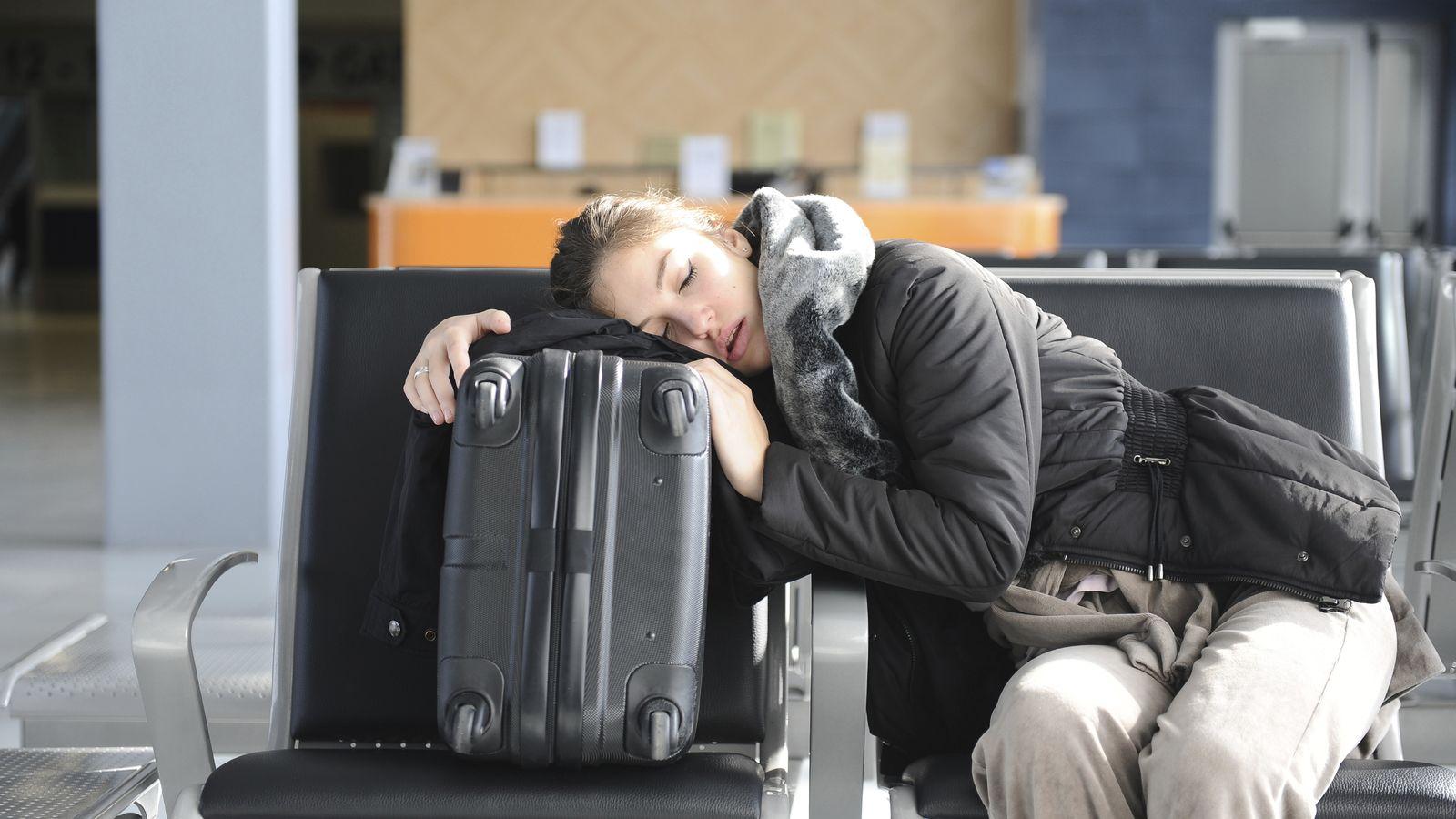 Foto: El jet lag no se puede eliminar por completo, pero se pueden mitigar sus efectos. (iStock)