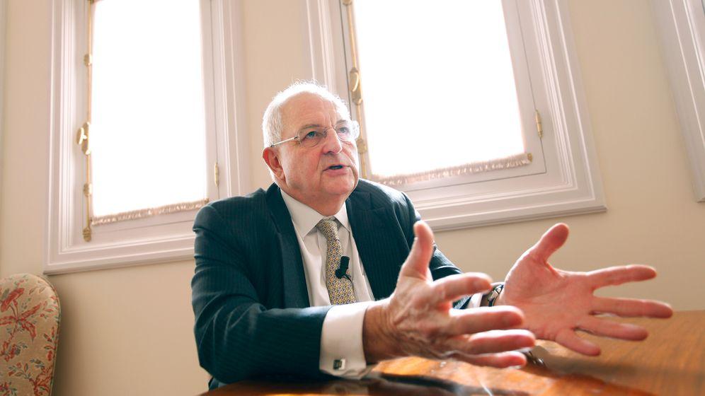 Foto: Martin Wolf, ayer en la Fundación Rafael del Pino en Madrid. (Fotografías: Enrique Villarino)