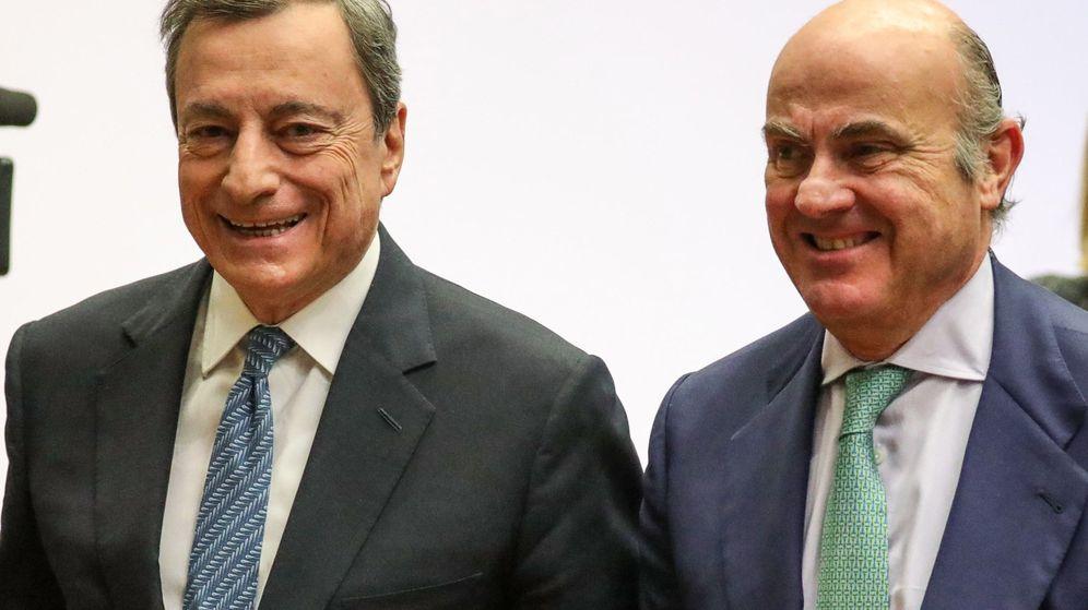 Foto: El presidente del Banco Central Europeo (BCE), Mario Draghi (izda.), y el vicepresidente, Luis de Guindos. (EFE)