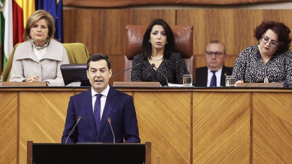 Foto: El candidato del PP a la presidencia de la Junta de Andalucía, Juanma Moreno, al inicio de su discurso de investidura. (EFE)