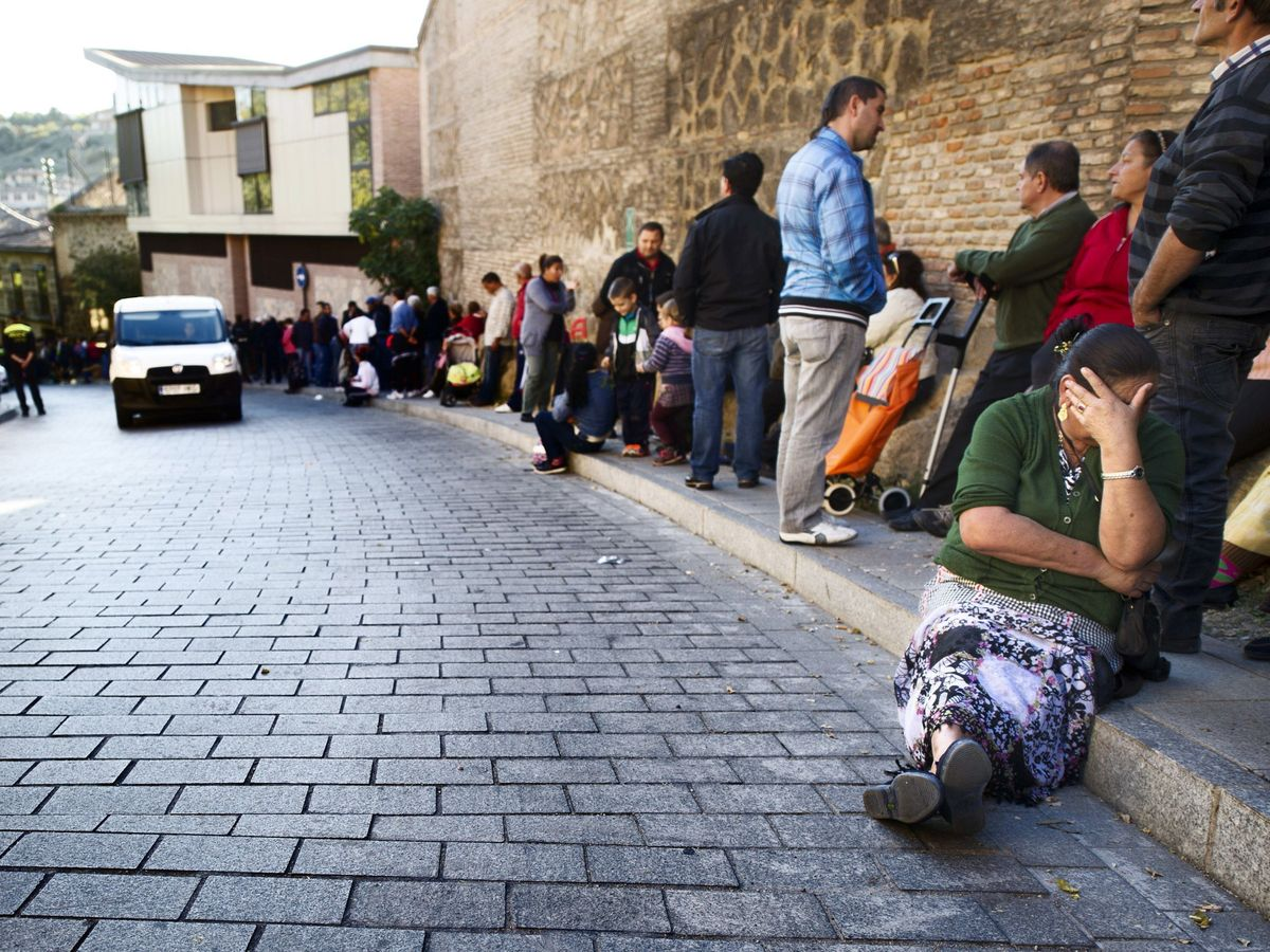 Foto: Imagen de las 'colas del hambre' en Toledo durante la pandemia. (EFE)