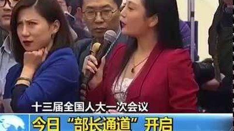 La mueca de una periodista china en directo da la vuelta al mundo