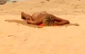 Bibiana Fernández toma el sol desnuda en 'Supervivientes'