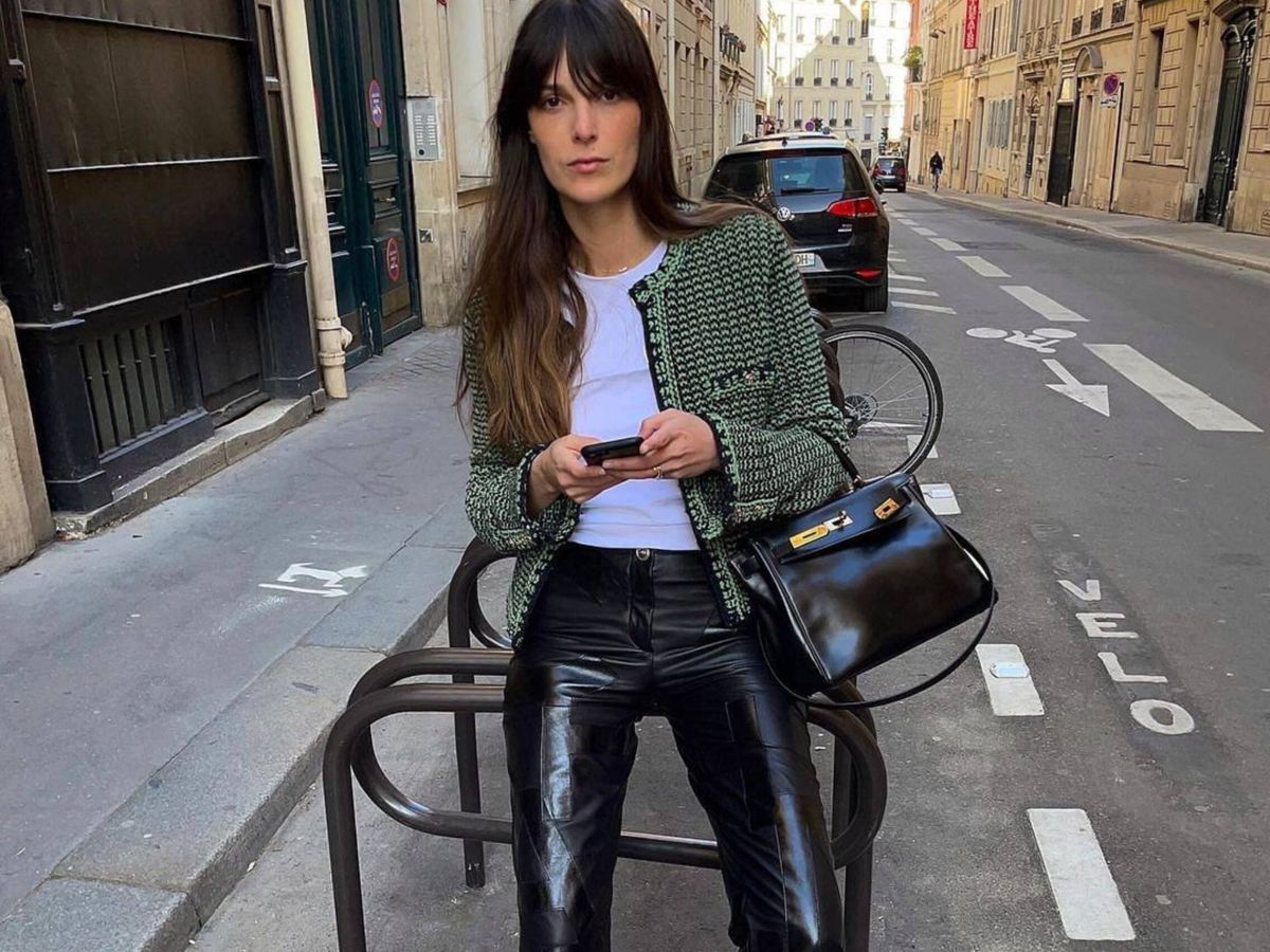 Foto: La insider francesa Leia Sfez, posando en París. (Instagram @leiasfez)