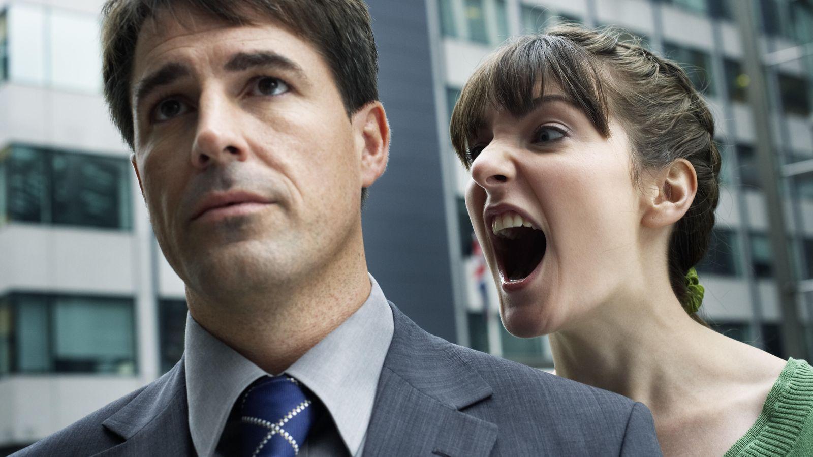 Foto: A él le da igual que quieras estrangularle. Si pierdes el control, al final el berrinche te lo llevas solo tú. (Corbis)