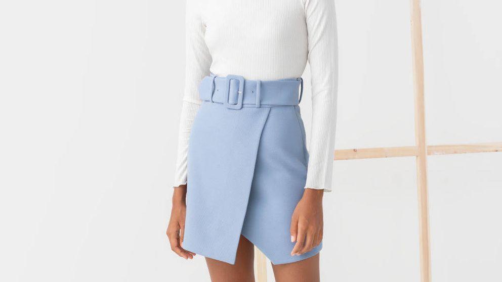 La falda azul con cinturón más favorecedora y elegante está en &OtherStories