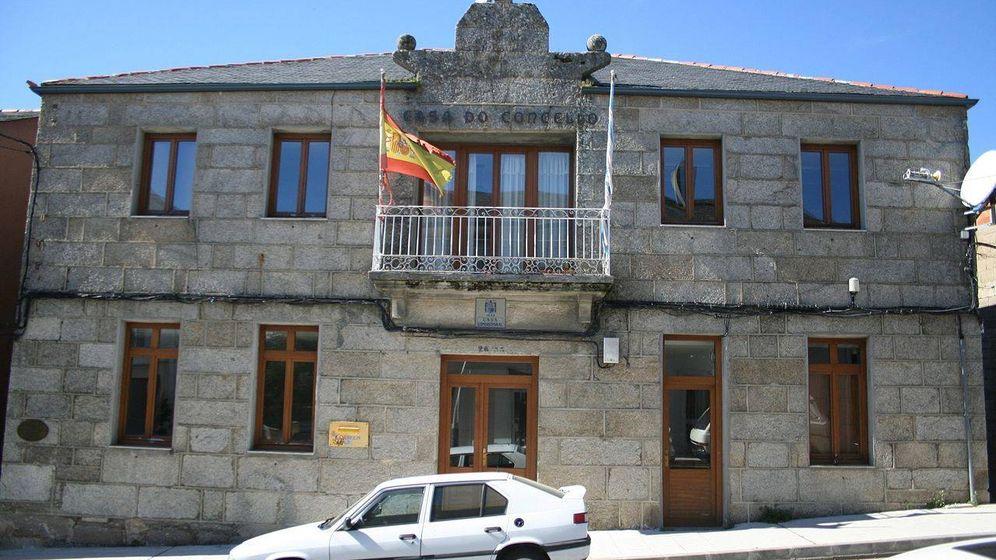 Foto: Fachada de la casa consistorial de O Bolo, Ourense.