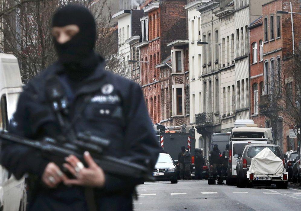 Foto: Operación policial en el barrio de Molenbeek, en Bruselas, Bélgica, el 18 de marzo de 2016. (Reuters)