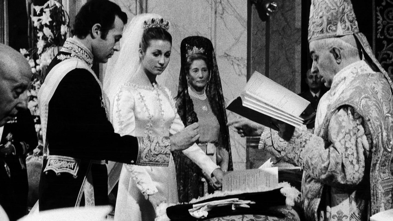Alfonso de Borbón y Carmen Martínez-Bordiú, en su boda. (Getty)