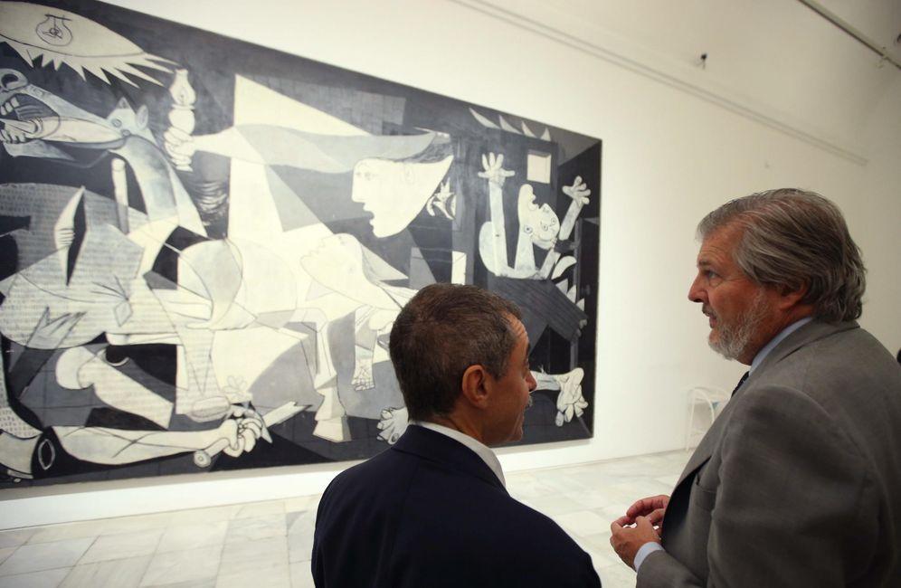 Foto: El ministro Iñigo Méndez de Vigo y el director del museo, Manuel Borja-Villel, en una visita en septiembre (Efe)