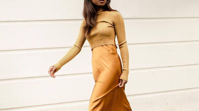Jersey de punto y vestido satinado, así es el nuevo uniforme de otoño de las influencers