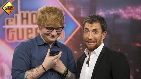 Ed Sheeran confiesa haber golpeado a Justin Bieber con un palo de golf