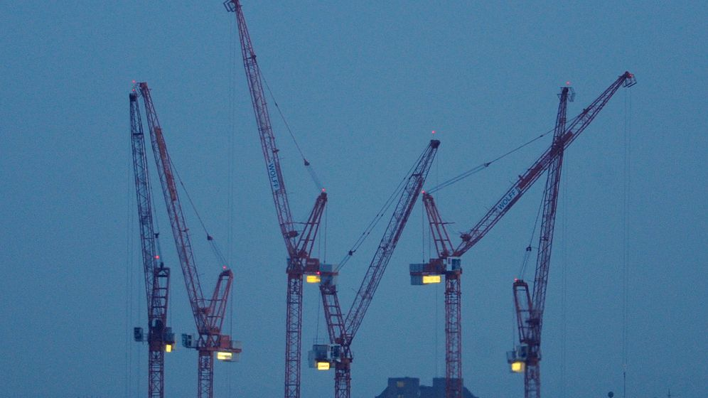 Foto: Grúas en el centro de Londres. (Reuters)