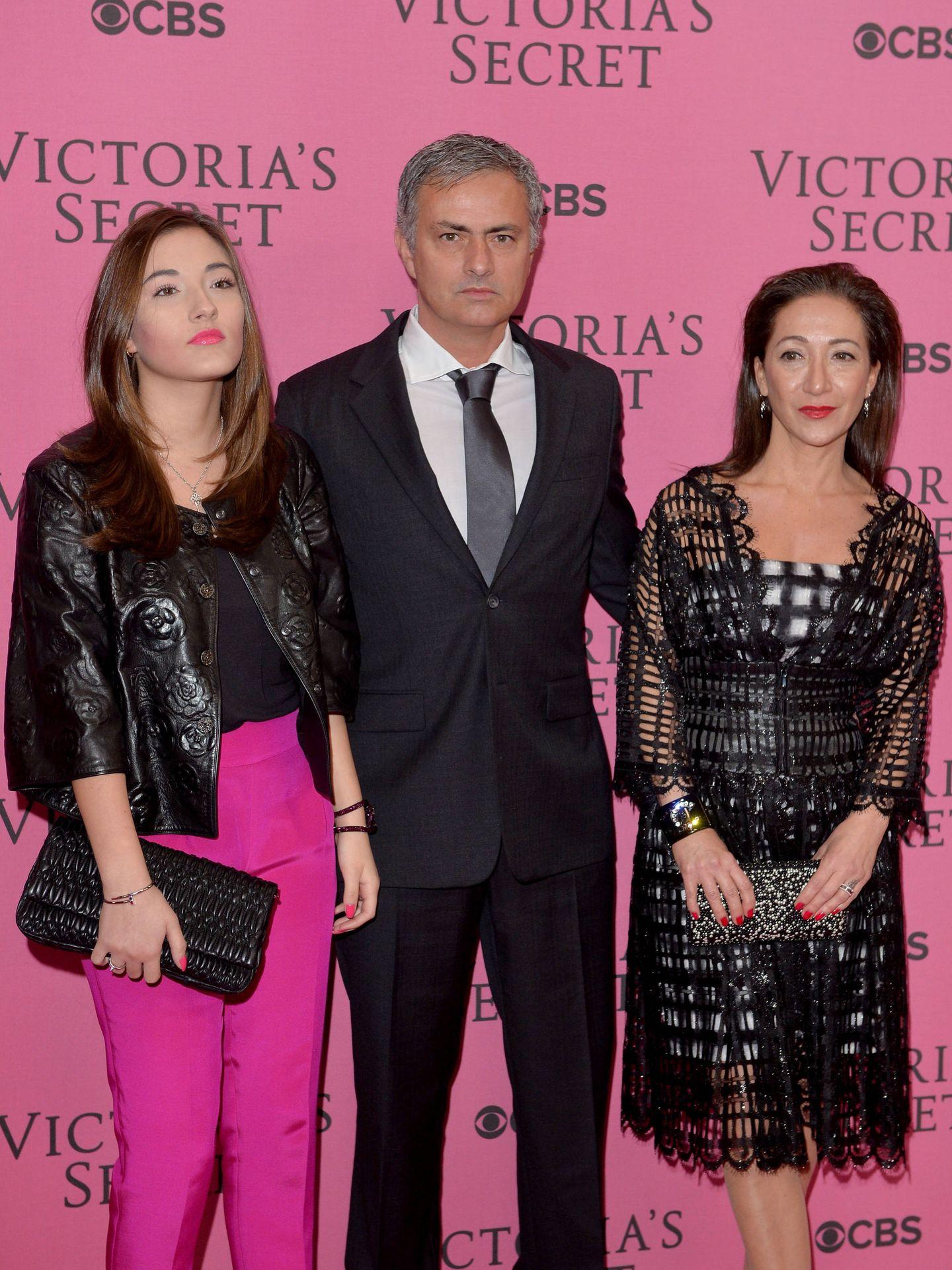 Mourinho, junto a su hija y su mujer. (Getty)