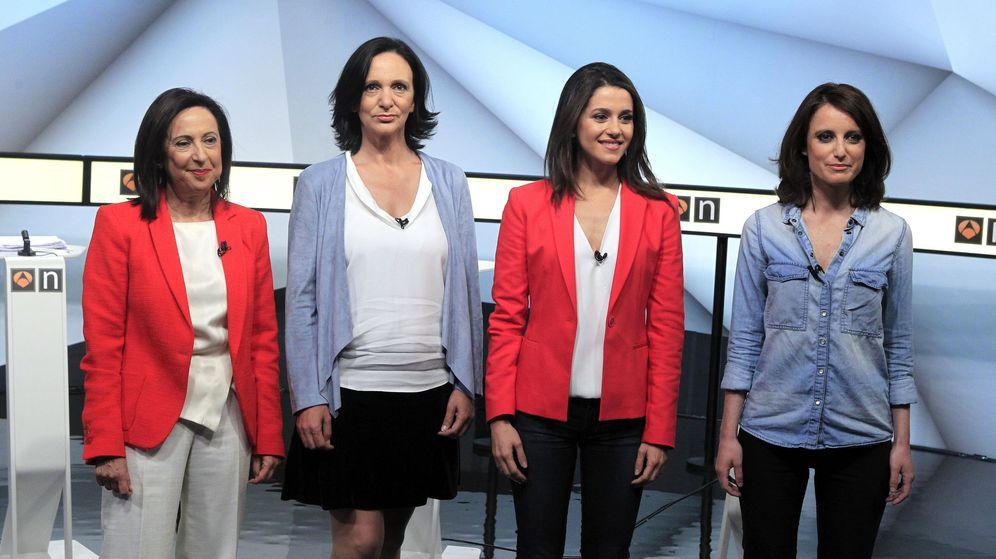 Foto: Margarita Robles (PSOE), Carolina Bescansa (Unidos Podemos), Inés Arrimadas (Ciudadanos) y Andrea Levy (PP), momentos antes de participar en el primer debate a cuatro de la campaña electoral. (EFE)