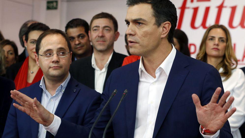 Foto: El secretario general del PSOE, Pedro Sánchez, este domingo en la sede de Ferraz. (Efe)