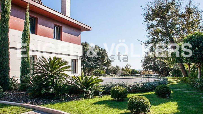 Mansión de ocho millones de euros a la venta en Alella.