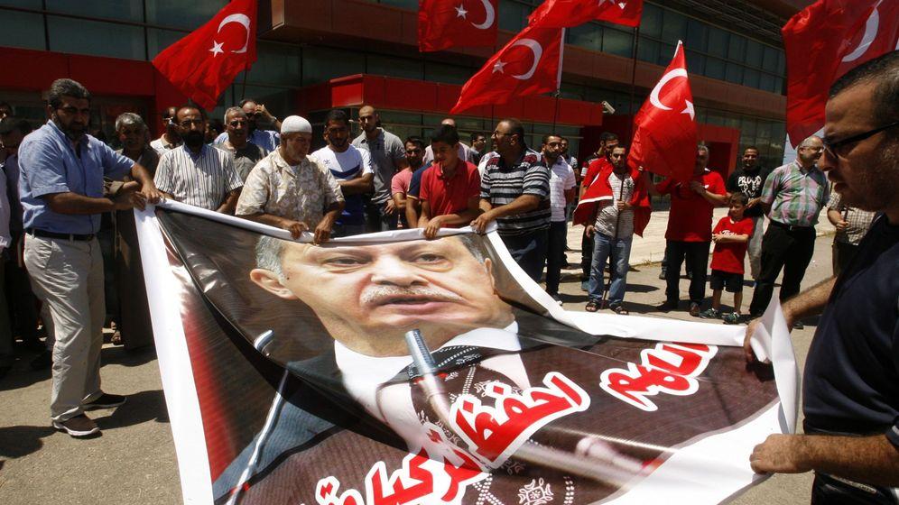 Foto: Protesta en contra del golpe de Estado en Turquía (EFE).