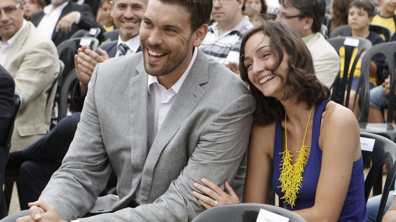 Marc Gasol, con su mujer, Cristina Blesa, en una imagen retrospectiva. (EFE)