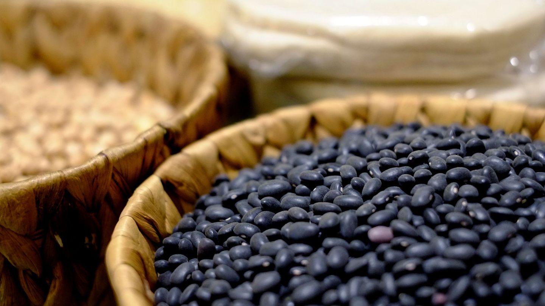 Las alubias negras son un gran carbohidrato para el organismo (Reuters/David Mercado)