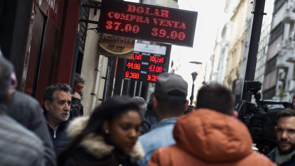 Foto: La cotización del dólar en Argentina cede tras la fuerte subida del jueves. (EFE)