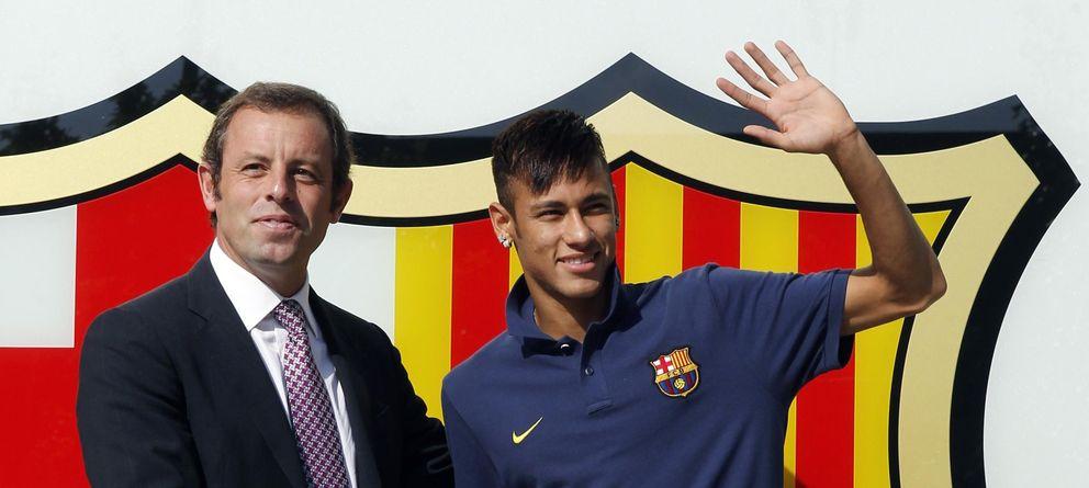 Foto: Sandro Rosell y Neymar, el día de la presentación del brasileño (Reuters)