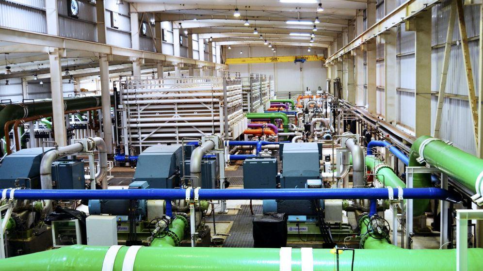 Foto: Interior de una planta desaladora de Abengoa. (EFE)