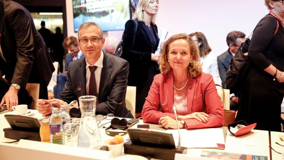 Foto: El gobernador del Banco de España, Pablo Hernández de Cos, y la vicepresidenta del Gobierno, Nadia Calviño. (EFE)