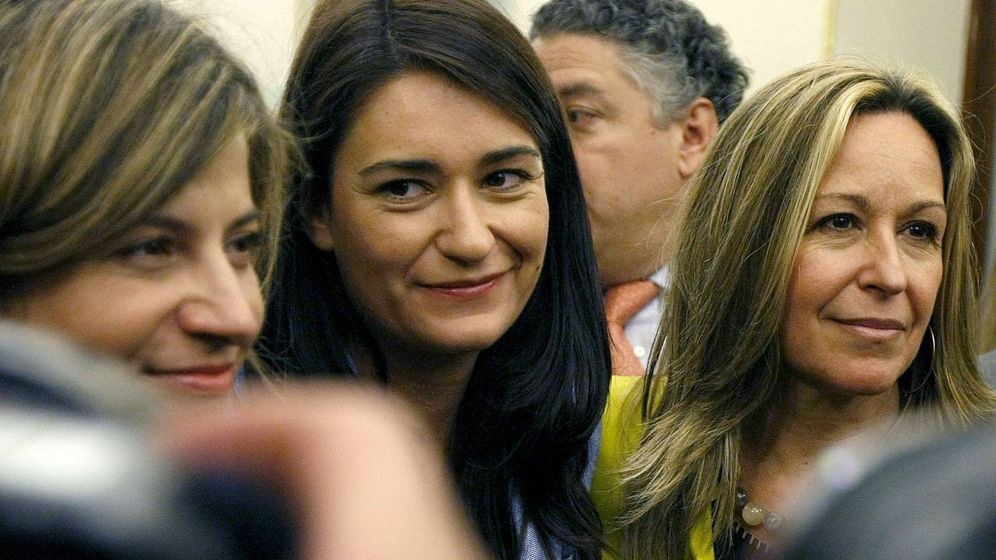 Foto: Aído y Montón, en una imagen de 2009, tras la aprobación de la ley de reforma del aborto. (EFE)