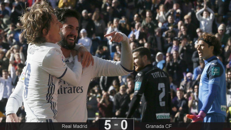 Foto: Isco celebra su segundo gol dedicándoselo a su asistente, Modric (Mariscal/EFE).