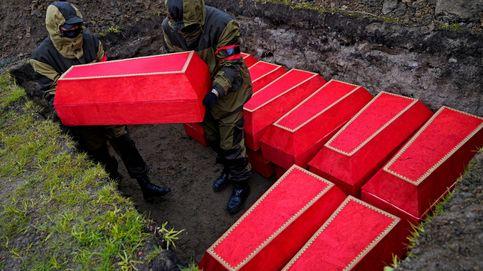 Una ceremonia para enterrar los restos de los soldados del Ejército Rojo