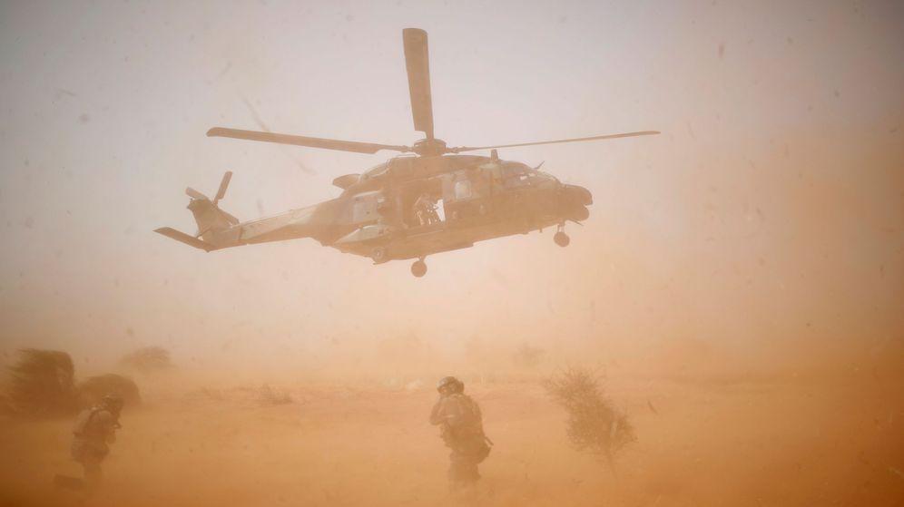 Foto: Helicóptero despega en una operación en Mali en 2017. (Reuters)
