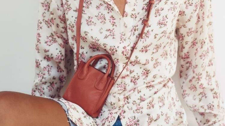 Bolso mini de piel de Zara. (Cortesía)