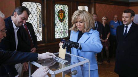 Brigitte Macron se quita años con su melena así