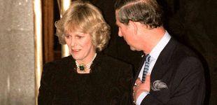 Post de Veinte años de la 'operación Ritz': así se gestó el primer posado de Carlos y Camilla
