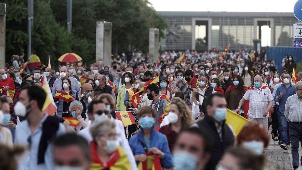 Foto:  Varios miles de personas se han concentrado a lo largo de esta tarde noche en el centro de Córdoba para protestar contra el Gobierno (EFE)