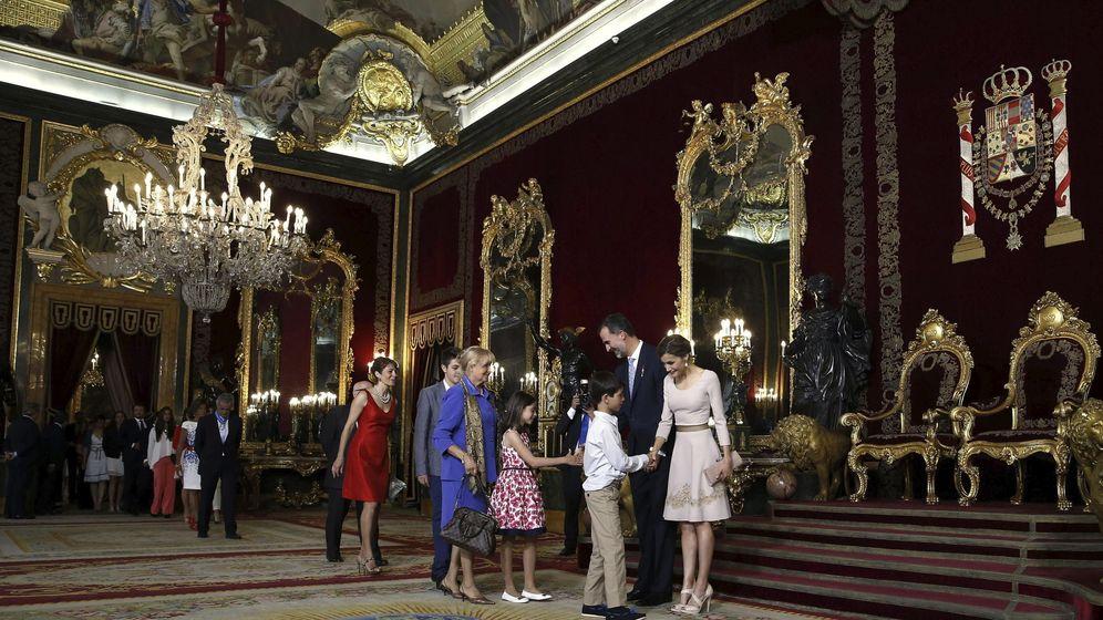 Foto: Felipe VI condecora a 38 'héroes de la calle'