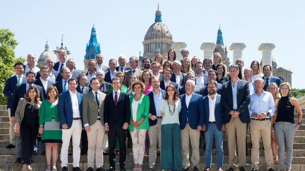 Foto: Los miembros de la nueva ejecutiva del PP posan para los medios. (EFE)