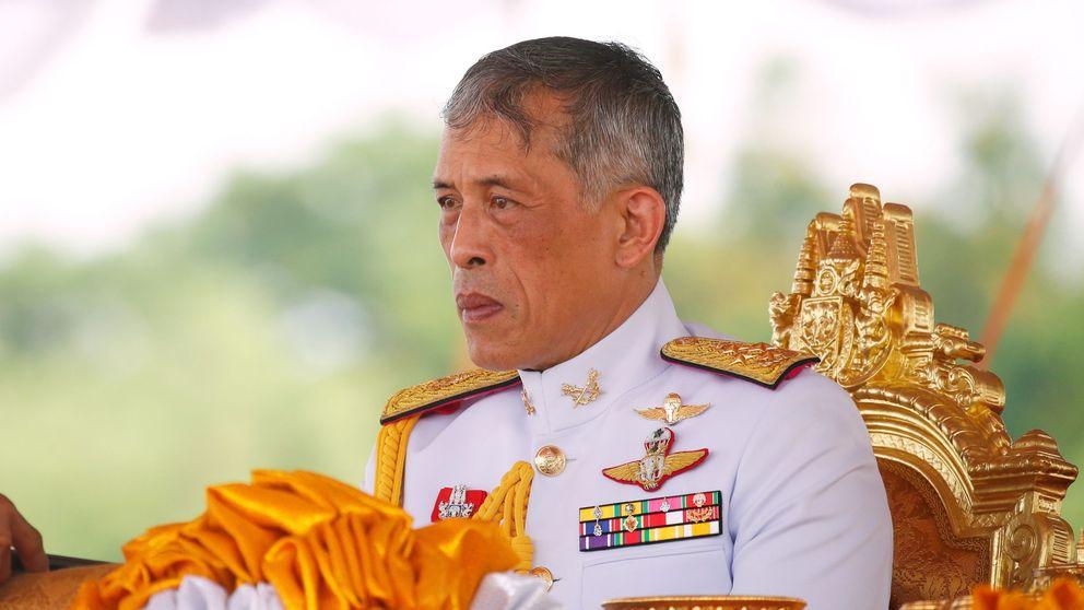 El rey de Tailandia abandona su harén alemán para ir a una fiesta royal en su país
